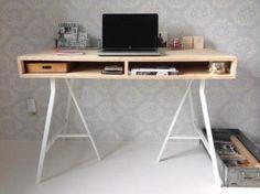 ≥ Super mooi hout houten underlayment bureau met ijzeren poten - Bureaus en Bureaustoelen - Marktplaats.nl