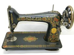 Antique 1922 Singer Sewing Machine Vintage Decorative Metal Collectible