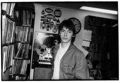 paul weller by godlis Music Jam, Pop Music, The Style Council, Paul Weller, Rock News, Teddy Boys, Iggy Pop, British Rock, Just Style