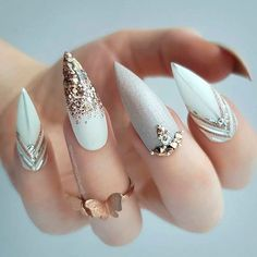 If you're looking for a bold look, stiletto nails are your best choice. The trend of stiletto nails is hard to ignore. Whether you like it or not, stiletto nails will stay. Stiletto nails are cool and sexy, but not everyone likes them. White Nail Designs, Acrylic Nail Designs, Nail Art Designs, Acrylic Nails, Nails Design, Glitter Nail Designs, Neutral Nail Designs, Pastel Nails, Long Nails