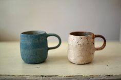 茨木伸恵さんの器いろいろ入荷してます◯茨木さんの器のてびねりならでは大胆さと、柔らかさを感じられるシルエット。土モノのあたたかみのなかに、錆びたような風合いもあり、独特の個性です。ぜひお手にとってご覧ください。マグカップ 2,900yen+ Love Ceramic, Ceramic Cups, Ceramic Art, Pottery Mugs, Ceramic Pottery, Pottery Art, Japanese Ceramics, Japanese Pottery, Tea Bowls
