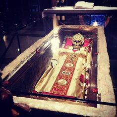 Acabamos de conocer en persona a Geminiano, el santo obispo exorcista de Modena hace 900 años - Instagram by @Ainara Garcia