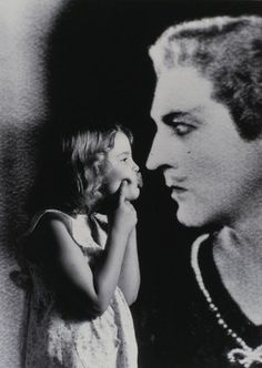 Lil' Drew Barrymore with a photograph of her grandfather John Barrymore Barrymore Family, John Barrymore, Golden Age Of Hollywood, Classic Hollywood, Old Hollywood, Hollywood Theater, Young Actors, Iconic Characters, Family Affair
