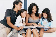 Aquí te damos diez consejos fáciles para fomentar la lectura en tus hijos: #5 Estimular y alentar: cualquier situación puede proporcionar motivos para llegar a los libros. Por ello recomiendan dejar siempre libros al alcance de los niños.