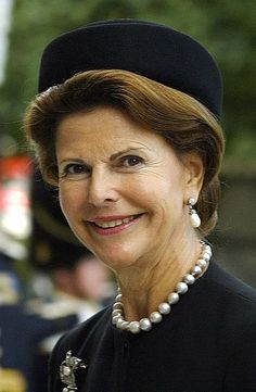 Queen Silvia of Sweden, September 16, 2003, pearl necklace & pearl drop earrings