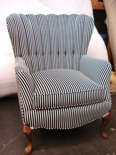 Comfy Oversized Chair With Ottoman Chair Redo, Love Chair, Diy Chair, Reupholster Furniture, Upholstered Furniture, Chair Reupholstery, Furniture Makeover, Cool Furniture, Cool Chairs
