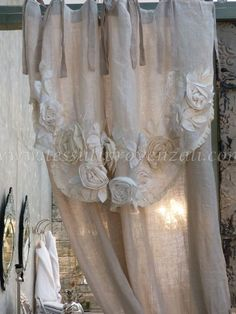 51 ideas for shabby chic living room curtains master bedrooms Cortinas Shabby Chic, Cortinas Boho, Rideaux Shabby Chic, Shabby Chic Curtains, Burlap Curtains, Shabby Chic Living Room, Grey Curtains, Velvet Curtains, Curtains Hooks