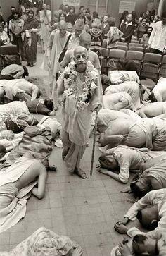 By His Divine Grace A. C. Bhaktivedānta Swami Prabhupāda  In the Bhagavad-gītā, it is said, bahūnām janmanām ante jnānavān mām prapadyate [Bg. 7.19]. After many, many births, sufferings and c…