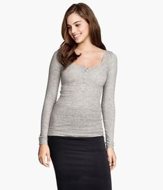I like the shape of this top and the button details.