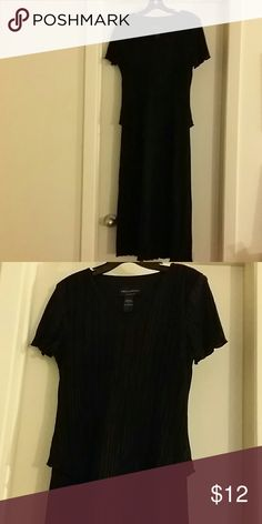 !!! Friday Sale !!! Perfect Black Dress Black Dress with Ridge Design & a V Neck Dresses