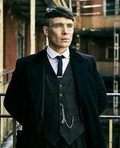 Cillian Murphy - Thomas Shelby with glasses - Peaky Blinders 💜 Peaky Blinders Tommy Shelby, Peaky Blinders Thomas, Cillian Murphy Peaky Blinders, Traje Peaky Blinders, Peaky Blinders Costume, Peaky Blinders Season 5, Peaky Blinders Series, Boardwalk Empire, Costume Homme 3 Pieces