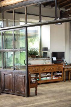 Cloison et porte vitrée industrielle