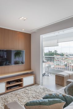 Com living ampliado um apartamento ganha divisão divertida entre home e escritório (13)
