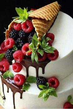 Classic fruit birthday cake - page 33 of 38 - zzzzllee .-Klassische Obstgeburtstagstorte – Seite 33 von 38 – zzzzllee – food – Classic fruit birthday cake – Page 33 of 38 – zzzzllee – food – - Beautiful Birthday Cakes, Beautiful Cakes, Amazing Cakes, Tea Cakes, Cupcake Cakes, Fruit Cupcakes, Nutella, Fruit Birthday Cake, Fancy Birthday Cakes