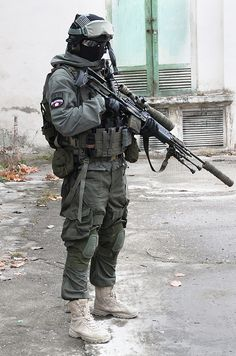 Airsoft hub is a social network that connects people with a passion for airsoft. Talk about the latest airsoft guns, tactical gear or simply share with others on this network Military Suit, Military Police, Military Weapons, Sas Special Forces, Military Special Forces, Airsoft Gear, Tactical Gear, Combat Gear, War Photography