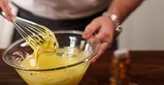 Une recette de sauce hollandaise, présentée sur Zeste.tv