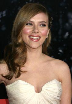 Scarlett Johansson - Stunning Blonde American Actress