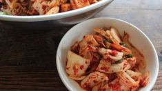 kim chi recipe: fermented food is good for my gut so better get used to it : ) Korean Soup Recipes, Easy Fish Recipes, Korean Dishes, Korean Food, Traditional Kimchi Recipe, Sbs Food, Vegetable Recipes, Vegetable Dishes, Food Preparation