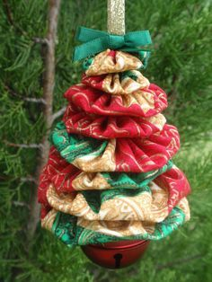 Quilt Yoyo Accents, Christmas Yoyo Trees, Gold Accent, Yoyo Decorations