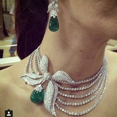 Check out this #diamondnecklace from @farahkhanfinejewellery  ________________________________________________________ #diamond…