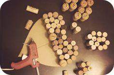Ein Champagner-Traum: Valentine DIY: Wine Cork Heart - Ein Champagner-Traum: Valentine DIY: Wine Cork Heart Informations About a champagne dream: Valentine - Wine Craft, Wine Cork Crafts, Wine Bottle Crafts, Wooden Crafts, Champagne Cork Crafts, Champagne Corks, Diy Cork, Wine Corker, Cork Heart