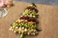 Christmas tree cheese board. Easy and delicious! #christmastree #appetizer #cheese