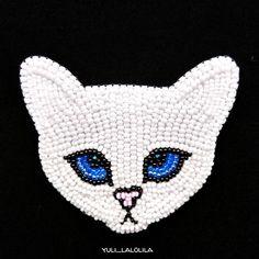 """Назвала эту девочку """"Укоризненная киса"""".Котики вообще моя слабость... А тут... такой взгляд... характер... мммМой кот Тимур от нее тоже кайфуетТакая общая любовь#брошьизбисера #брошьназаказ #брошькошка #кошкаизбисера #вышивкабисером #ручнаяработасмоленск #хендмейд #cat #beads #love"""