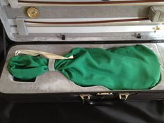Violin Bag  Emerald green, made of silk charmeuse.  These bag have hidden stitches, with beautiful finish, to protect your instrument´s varnish.