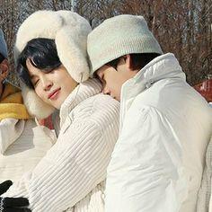 V Taehyung, Foto Bts, Beatles, Bts Vmin, Bts Aesthetic Pictures, Album Bts, Namjin, Bts Pictures, Bts Bangtan Boy