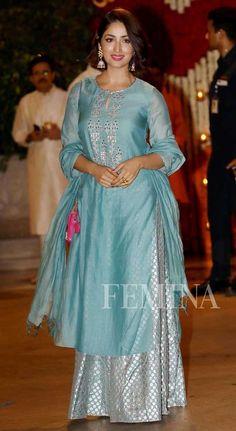 kurta with pallazo and duppatta Anarkali Dress, Pakistani Dresses, Indian Dresses, Indian Outfits, Ethnic Outfits, Anarkali Suits, Lehenga, Indian Party Wear, Indian Wear