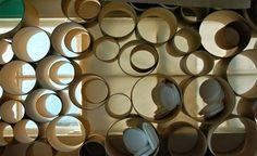 Separador de ambientes con tubos de cartón Bamboo Fence, Divider, Candles, Creative Things, Interior Exterior, Future, Home, Cardboard Tubes, Folding Screens
