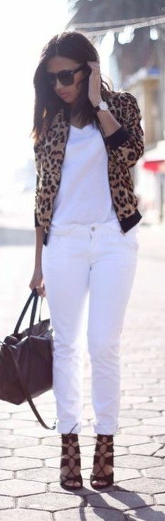 Look en blanco y animal print