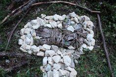 Land Art, Garden Sculpture, Wood, Outdoor Decor, Crafts, Naturaleza, Manualidades, Woodwind Instrument, Timber Wood