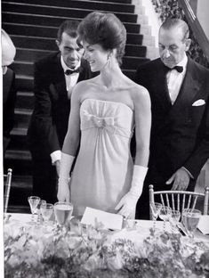 Old School - white gloves - black tie - jackie kennedy - gala - glamour - evening - event Jackie Kennedy Style, Jacqueline Kennedy Onassis, Balenciaga, Yves Saint Laurent, Jaqueline Kennedy, Chanel, Vintage Glamour, Black Tie, Timeless Fashion