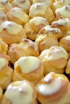 Cream puffs with limoncello Beignets, Clotted Cream, Sweet Pastries, Tea Sandwiches, Mini Desserts, Biscotti, Nutella, Sweet Recipes, Sweet Tooth