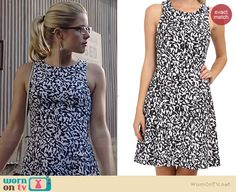 Felicity's white and navy abstract printed dress on Arrow.  Outfit Details: http://wornontv.net/37973/ #Arrow