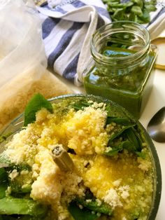 Το πέστο βασιλικού είναι πανεύκολο! - twominutesangie Palak Paneer, Cornbread, Pesto, Risotto, Health Fitness, Herbs, Cooking, Sweet, Ethnic Recipes