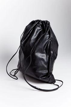 Alexander Wang - Wallie Gym Sack Waxy Paper Leather Black | TRÈS BIEN