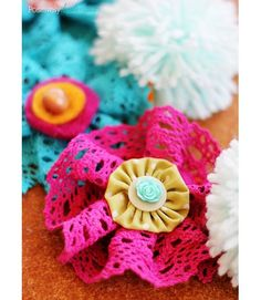 Positively Splendid: How to Make Lace Flowers (made with felt, fabric yo-yos, and buttons)