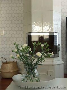 Puolitoista kerrosta kotia: heinäkuuta 2015 Oversized Mirror, Living Room, Furniture, Home Decor, Decoration Home, Room Decor, Home Living Room, Home Furnishings, Drawing Room