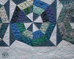 Quilting Livre realizado por Órbita Quilting Studio para Ana Cosentino, publicado no livro Patchwork Sem Segredos. Quilt com blocos tradicionais, quilting livre, quilting com régua, quilting com marcação, padrão de quilting maravilhoso!