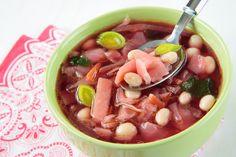 Fazolová polévka s červenou řepou