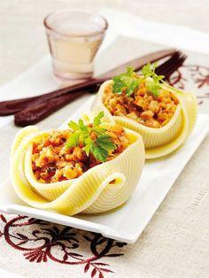 Le caccavelle ripiene alla ricciola è un primo piatto adatto alla la cena della vigilia di Natale. Mattia Poggi ci propone questa divertente ricetta extra large. http://www.alice.tv/ricette-natale/caccavelle-ripiene-ricciola