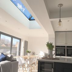 4 Tips For Kitchen Remodeling In Your Home Renovation Project – Home Dcorz Kitchen Extension Roof Windows, Kitchen Extension Family Room, Extension Veranda, Open Plan Kitchen Living Room, Open Plan Living, Home Decor Kitchen, Kitchen Ideas, Kitchen Inspiration, Diy Kitchen