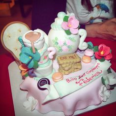 Alice in wonderland inspired birthday cake. Red Velvet Eat me biscuits, teapot, macarons for a Very Merry unbirthday To me Buon non compleanno
