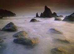 Tim Fitzharris - Sea stack and rocks along shoreline at Ruby Beach, Olympic National Park, Washington - Fine Art Print
