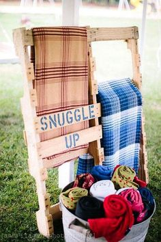25 Cool Ways To Use Rustic Wood Pallets In Your Wedding Decor: - cozy blanket holder for outdoors Blanket Holder, Blanket Rack, Blanket Basket, Blanket Storage, Blanket Box, Picnic Blanket, Outdoor Movie Nights, Outdoor Movie Party, Rustic Backyard