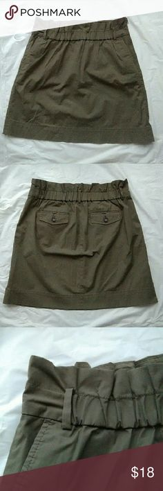 Banana Republic Khaki Skirt 18 inches long front and back pockets with elastic waistband . Material is Cotton nylon spandex blend. Excellent like new condition. B1 Banana Republic Skirts Mini