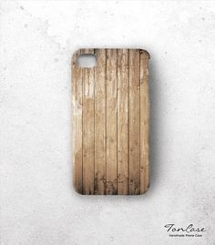 Wood iphone 4 case. Too bad I still have a 3GS and can't get all the cool new cases. Must upgrade soon.