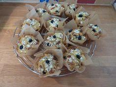 Deze goji bes en bosbes muffins zitten bomvol heerlijke antioxidanten. In combinatie met de zoetheid van de honing zijn ze helemaal jammie!